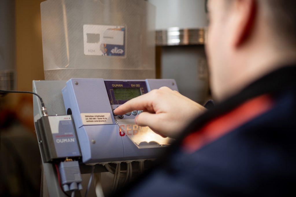 Valokuva yrityksestä 10+ Isännöinti: lämmityslaitteen asetukset taloyhtiön teknisessä tilassa